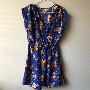 Blue floral dress (with pockets 💙)